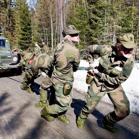 Девушки в армии Норвегии (48).jpg