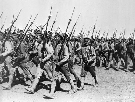 Парад войск Красной Армии в Харькове.jpg