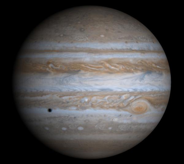 Юпитер и тень его спутника
