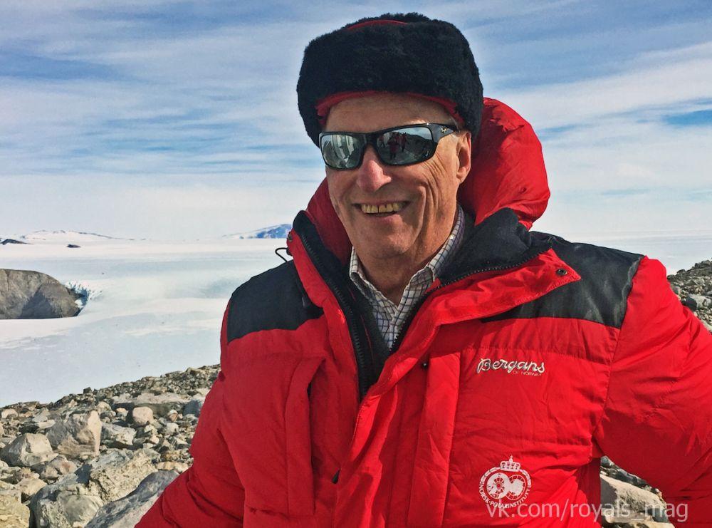 Харальд V в Антарктике.jpg