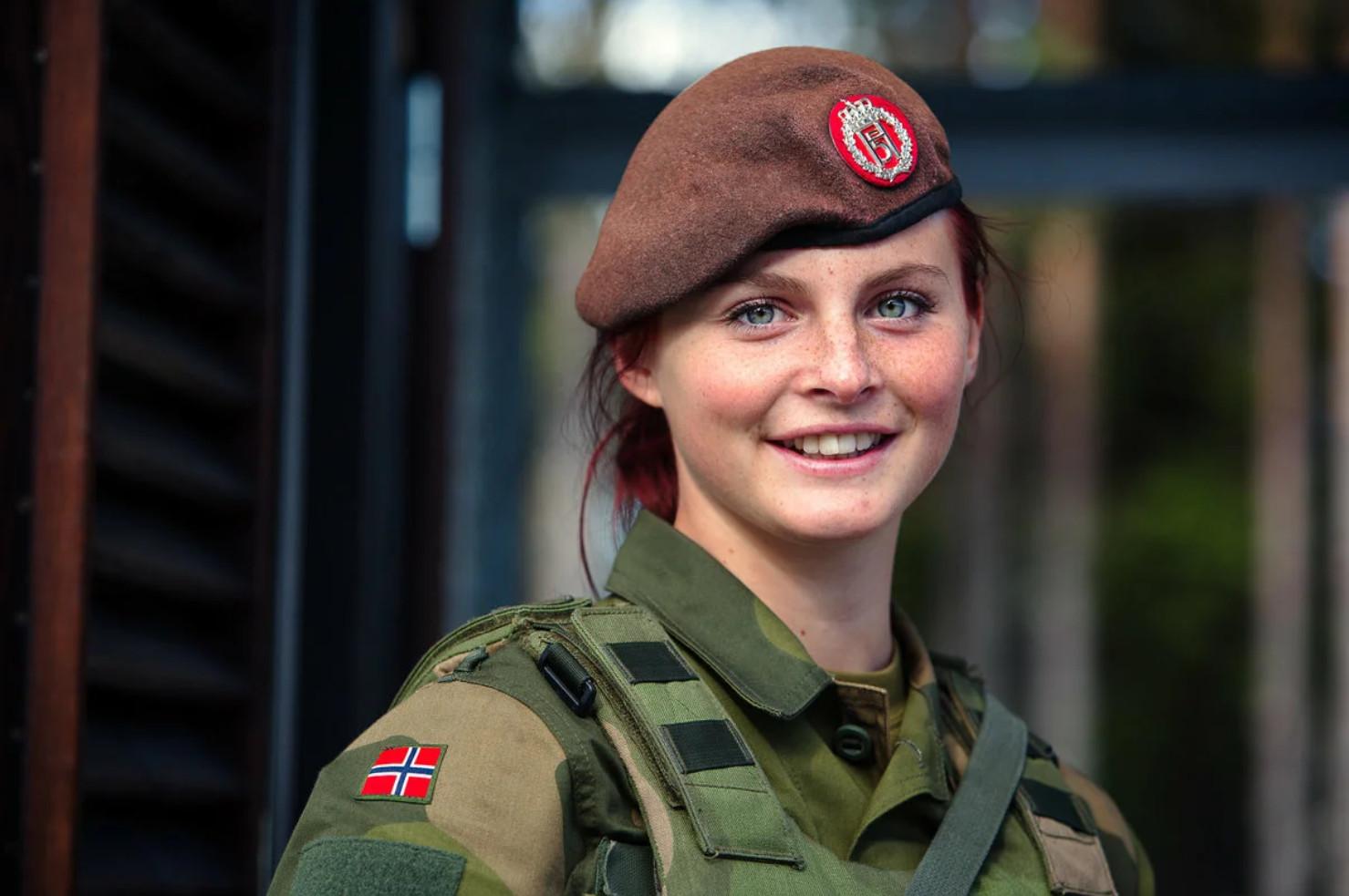 Девушки в армии Норвегии (51).jpg