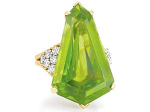 A-gold-diamond-and-peridot-ring-by-Van-Cleef-Arpels-Photo-courtesy-of-Doyle-New-York