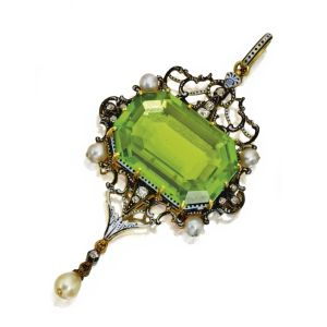 GOLD-SILVER-PERIDOT-DIAMOND-PEARL-AND-ENAMEL-PENDANT-CARLO-GIULIANO-CIRCA-1874-1895-Photo-courtesy-of-Sothebys