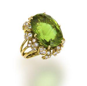 Lot-27-A-peridot-and-diamond-ring-Julius-Cohen1