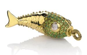Lot-232-A-PERIDOT-CITRINE-MOONSTONE-AND-GOLD-FISH-PENDANT-BY-RENÉ-BOIVIN