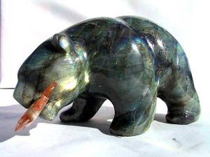 Labradorite_Bear_Eating_Fish2