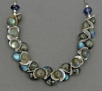 shimmering-labradorite-necklace-mirinda-kossoff