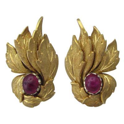 BUCCELLATI-Gold-Ruby-Cabochon-Leaf-Motif-Earrings-OakGem