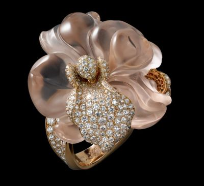 Pink-gold-one-sculpted-morganite-brilliants.-Rock-crystal-stand
