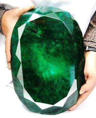 teodora-worlds-largest-emerald