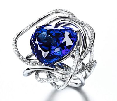 Suzanne-Syz-True-Blue-Ring-in-white-gold-set-with-a-28.36ct-heart-shaped-tanzanite-and-198-diamonds-totalling-2.34ct.-Photo-courtesy-of-The-Jewllery-Editor