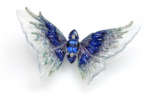Whimsical-Blue-the-body-is-made-up-of-three-tanzanites-set-with-diamonds-and-the-wings-consist-of-carved-icy-jadeite-lapis-lazuli-and-sapphire.