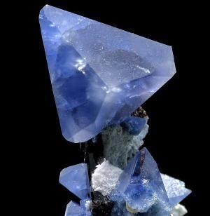 бенитоит-нептунит