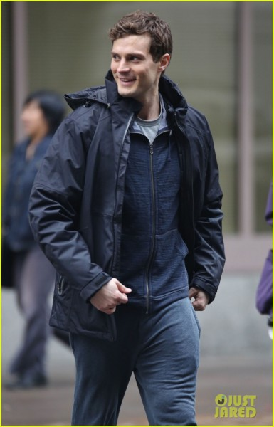 jamie-dornan-runs-in-the-rain-for-fifty-shades-of-grey-37