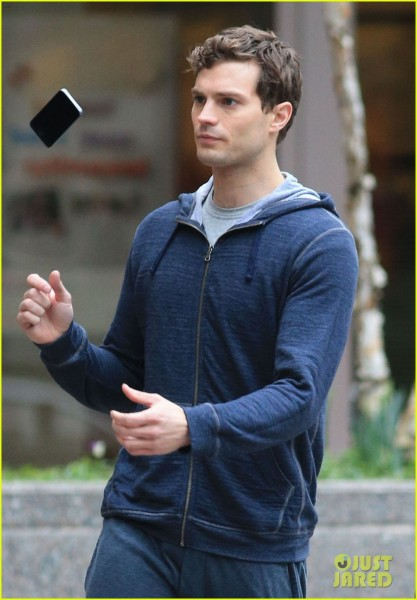 jamie-dornan-runs-in-the-rain-for-fifty-shades-of-grey-07