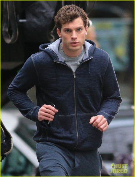 jamie-dornan-runs-in-the-rain-for-fifty-shades-of-grey-10
