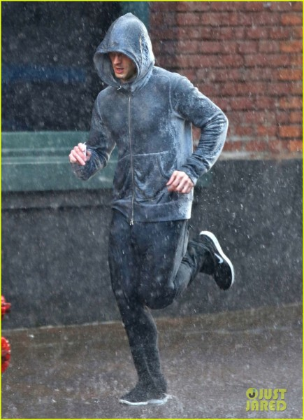 jamie-dornan-runs-in-the-rain-for-fifty-shades-of-grey-17