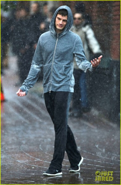 jamie-dornan-runs-in-the-rain-for-fifty-shades-of-grey-21