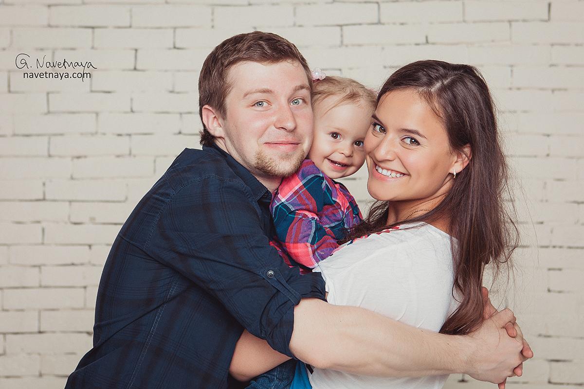 Лучший семейный фотограф Александра Наветная. Идеи для фотосессии в студии с ребенком. Как организовать клевую фотосъемку семьи.