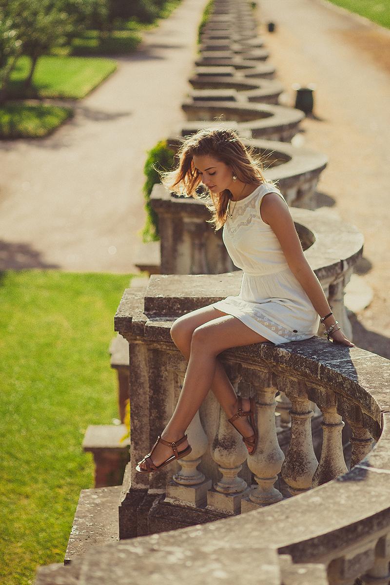 Как выглядит фотограф Александра Наветная? Фотограф Оксана Струкова. Красивая девушка в Петергофе. Санкт-Петербург, Петергоф, прогулка, красивый портрет в контровом солнечном свете. Отличная идея для фотосессии