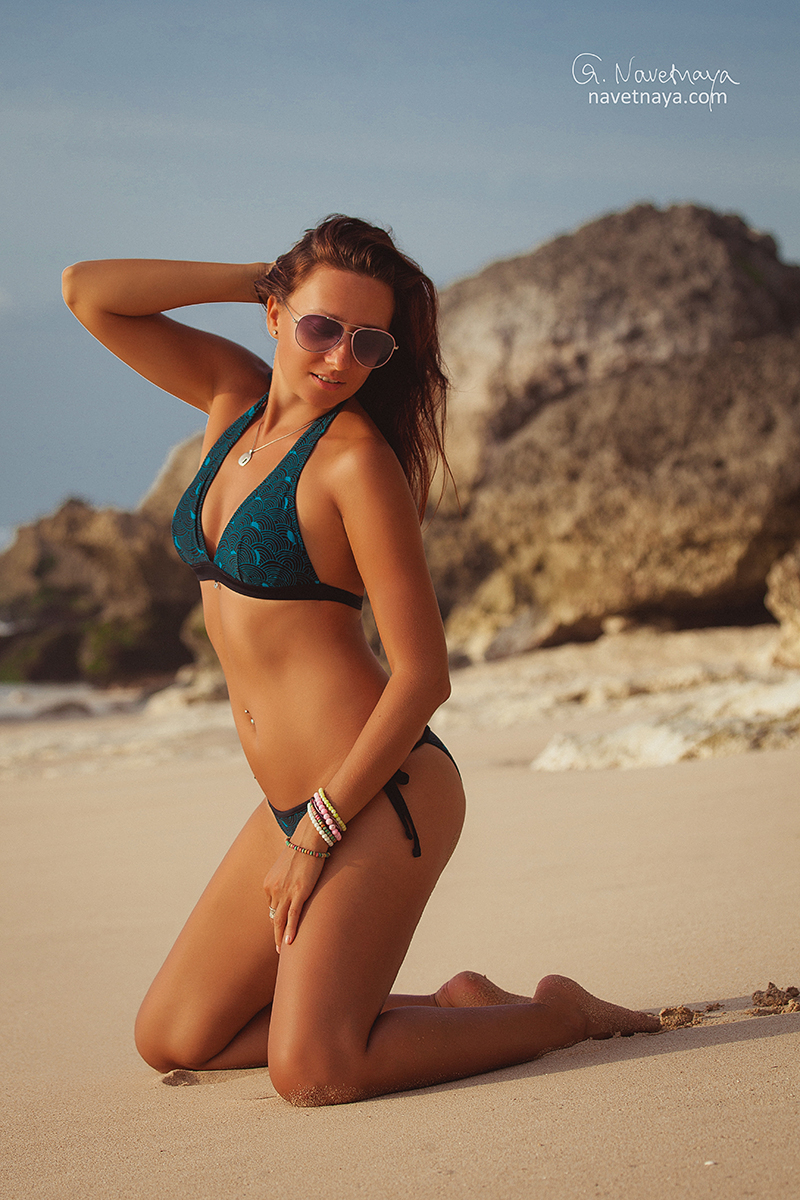 Девушки на пляже о. бали фото и