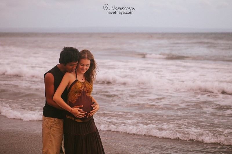 Фотосессия беременности на Бали. Бали. Индонезия. 9 месяцев. В ожидании. Фотограф беременности. Фотограф за границей. Фотосессия на пляже. Александра Наветная. Идеи для фотосессии.