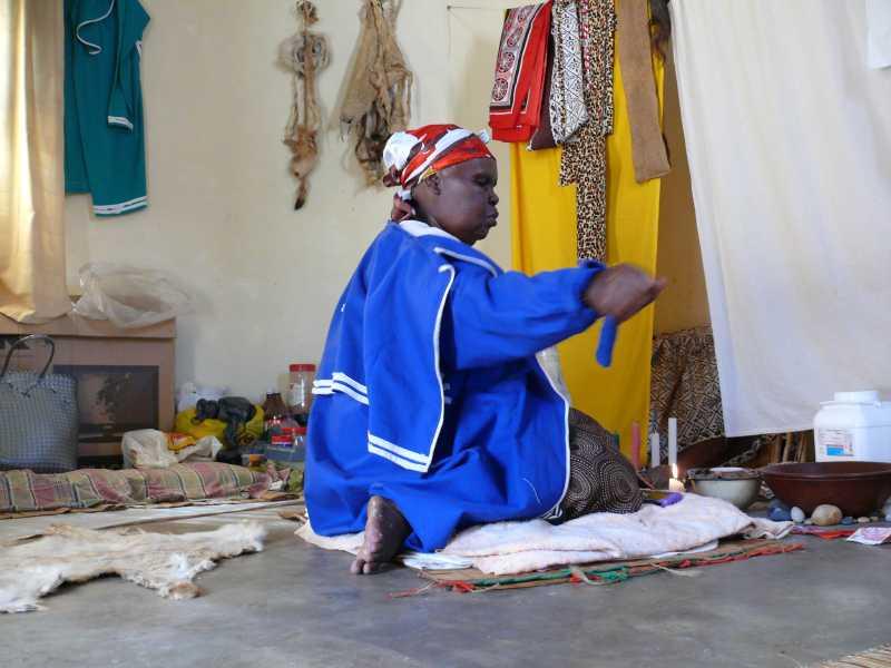 22 ДЕКАБРЯ, 2013 г. У SANGOMA Thuli Mkhwanazi (30)