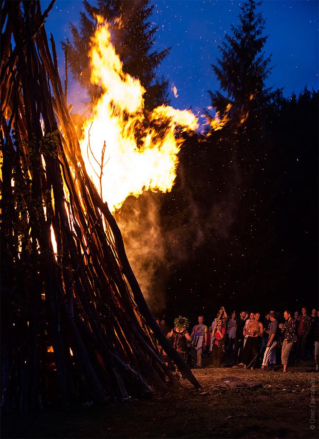 танцы вокруг огня