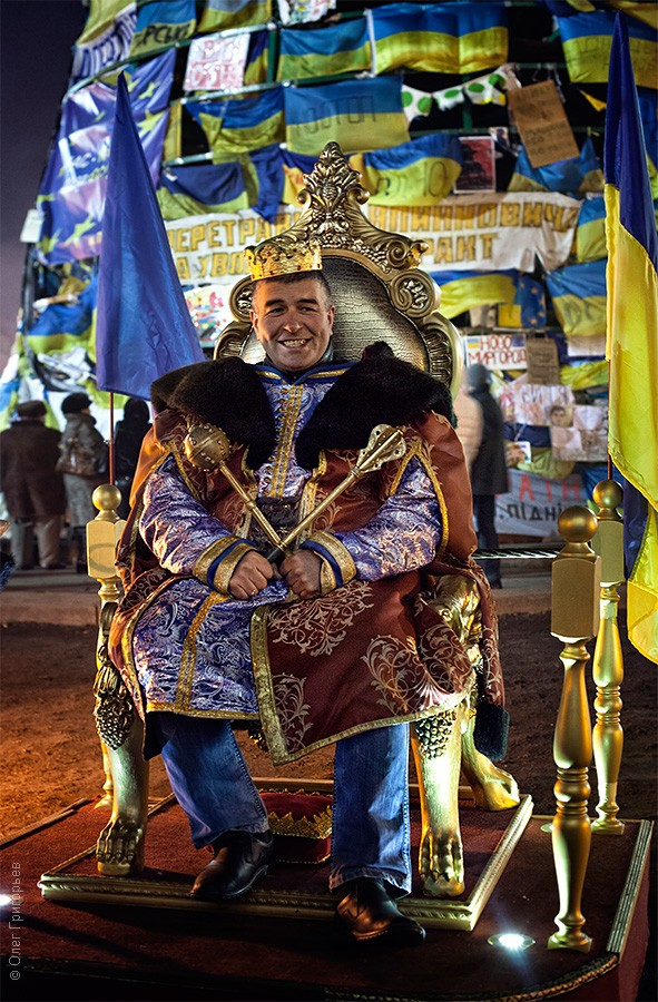 янукович и азаров в отставку