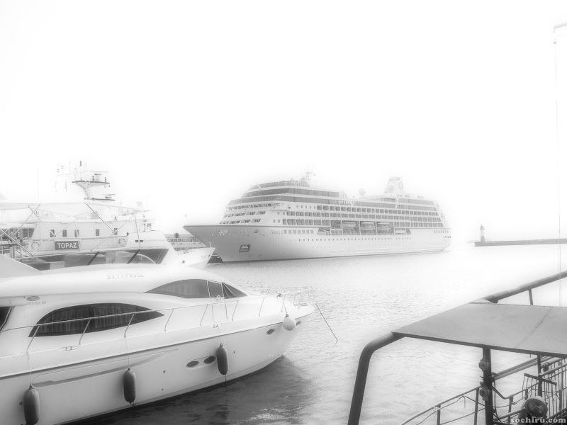 круизный лайнер Наутика в Сочинском морском порту