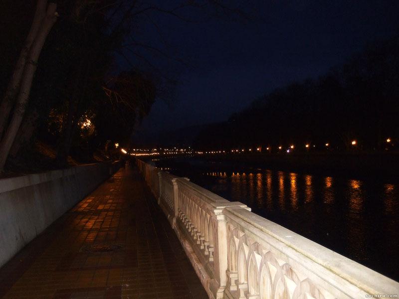 Набережная реки Сочи ночью