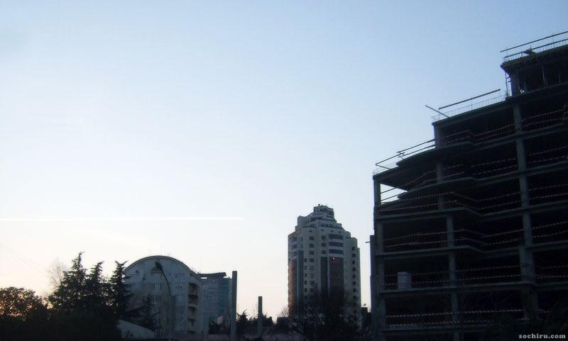 В небе над Гостиничным комплексом Звёздный