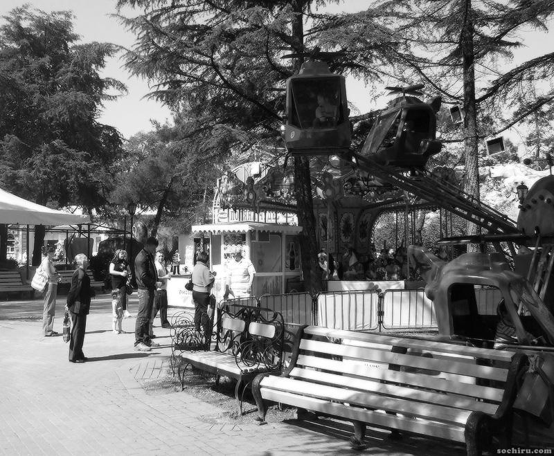 У карусели парка Ривьера