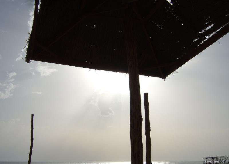 На Сочинском пляже в июне