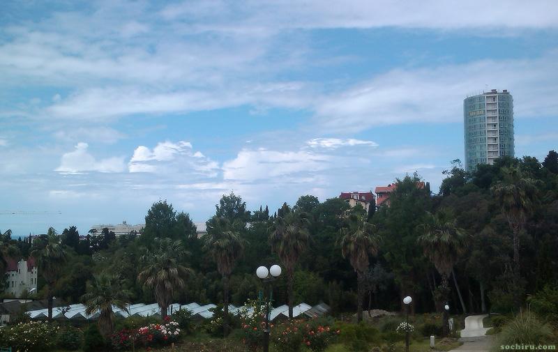 Удивительные облака в небе над Дендрарием