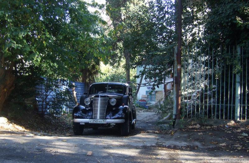 автомобиль у парка Ривьера