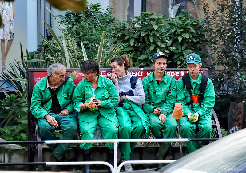 рабочие на улицах Сочи