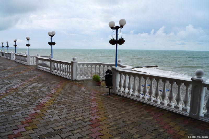 Набережная и море