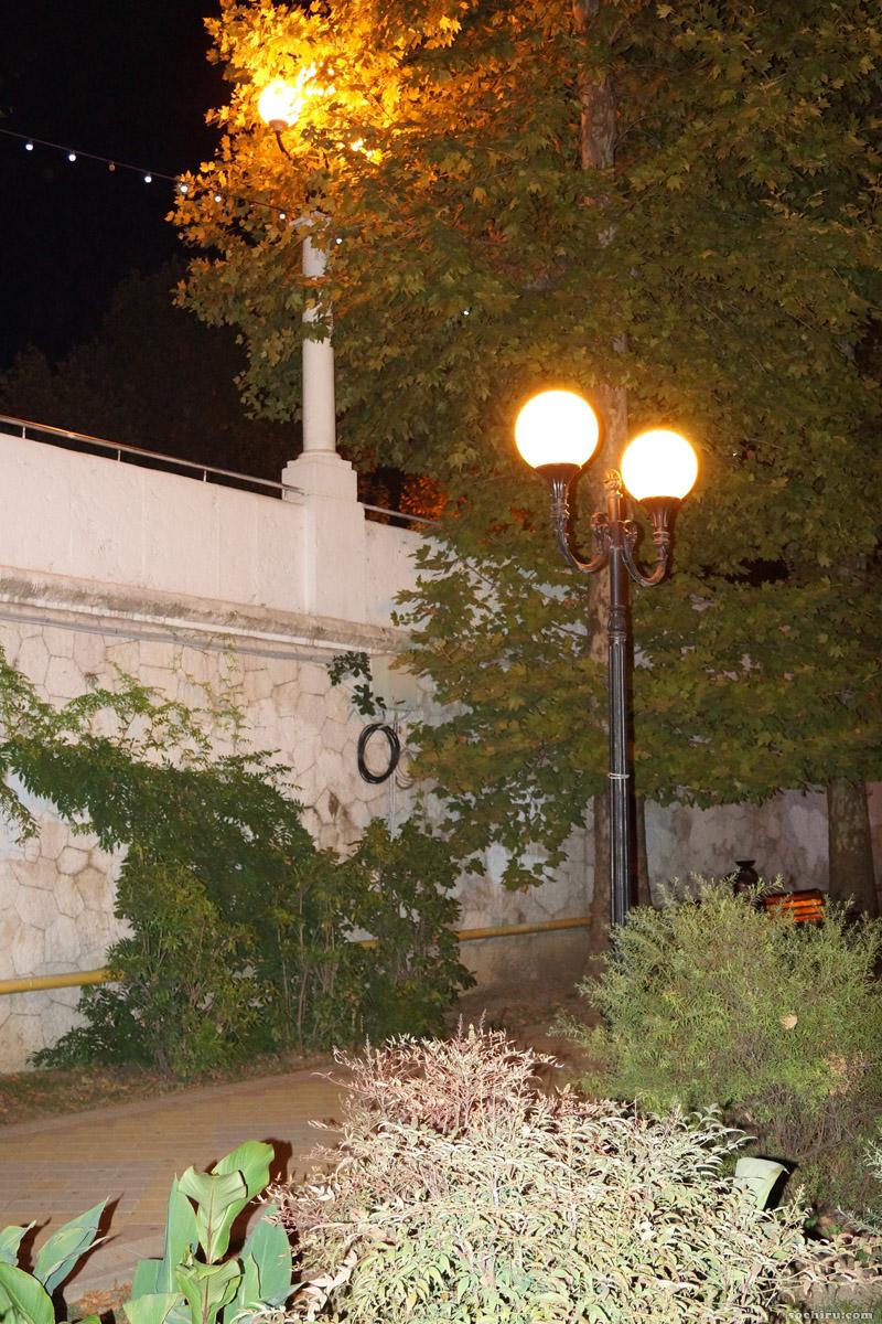 Комсомольский сквер вечером