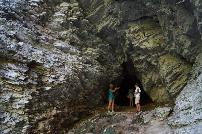 Пещера в Тисо-самшитовой роще