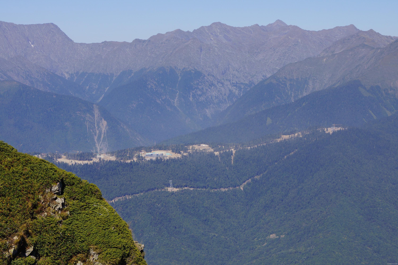 Вид, открывающийся на на Комплекс для соревнований по лыжным гонкам и биатлону Лаура