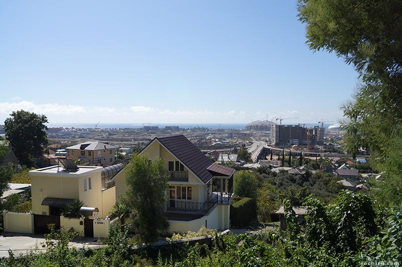 Дома на фоне олимпийской стройки