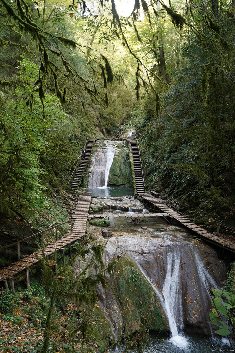 Лестницы и каскады 33-ёх водопадов