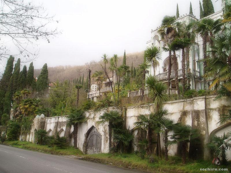 Заброшенный дворец в Гаграх