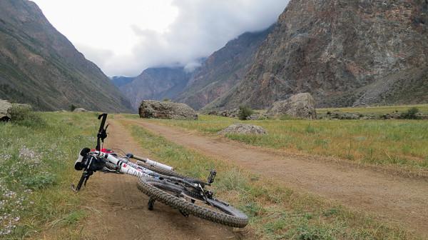 Велосипед и горы Алтая