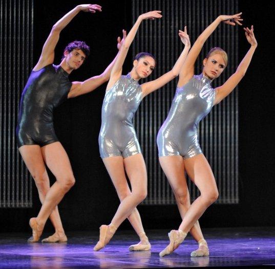 golaya-balerina-karina-sarkisova-foto
