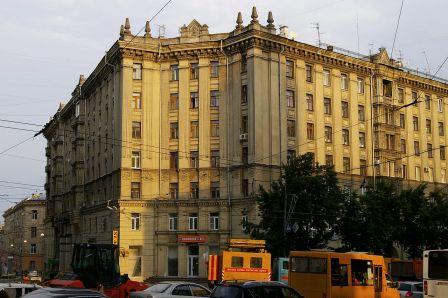 1280px-Московский_пр._-_пл._Конституции,_2-2