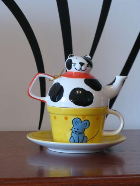 Кот-чайник