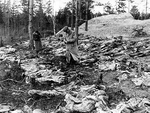 Катынский расстрел— массовые убийства польских граждан (в основном пленных офицеров польской армии), осуществлённые весной 1940 года сотрудниками НКВД сССР.