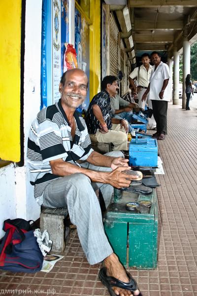 people panaji chistilshiki obuvi